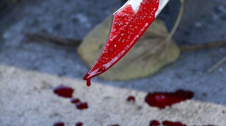 Сотрудник московской полиции получил ножевое ранение, помешав мужчине, который грозился изувечить себя.