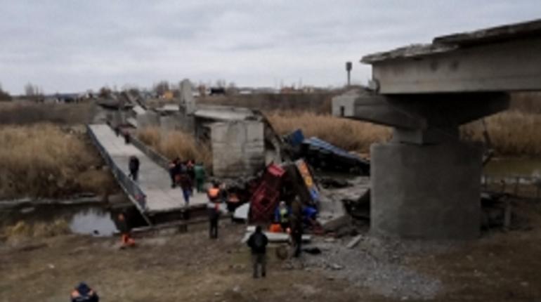 Следственный комитет начал доследственную проверку по факту обрушения моста в Воронежской области, в результате которого пострадали шесть человек, из них трое получили тяжелые травмы.
