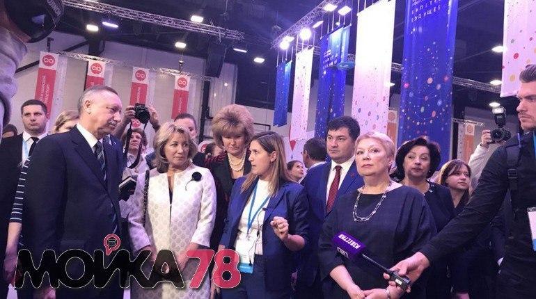 Юные петербуржцы уже думают о заработке. Как передает фотокорреспондент