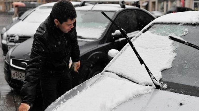 В Петербурге 1 декабря стоит ожидать по-настоящему зимней погоды: с гололедицей, морозом, а также сильным ветром.