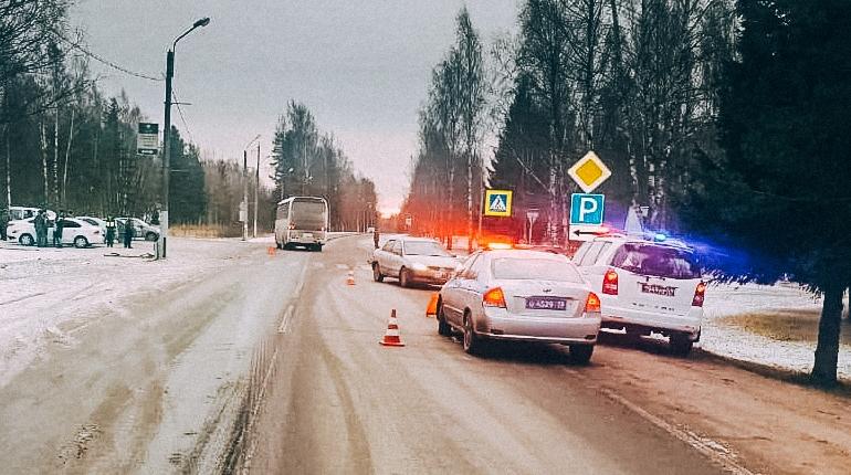 Автомобиль, сбивший беременную женщину в Выборгском районе Ленобласти, принадлежит военнослужащему Западного Военного округа. В ЗВО проводят случившееся совместно с правоохранительными органами.