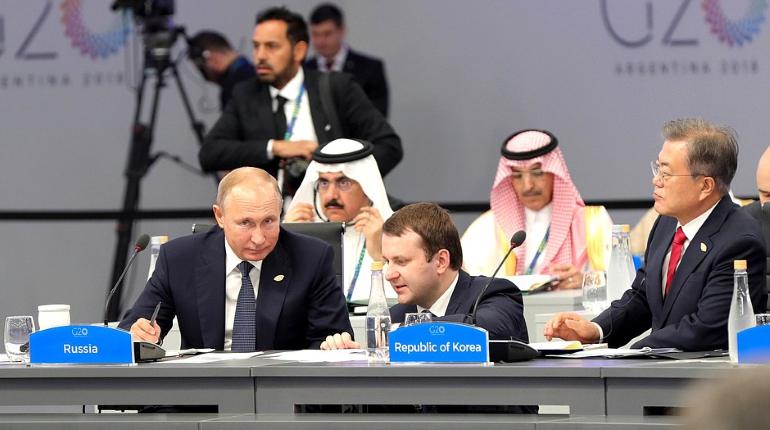 Президент России Владимир Путин встретился с французским коллегой Эммануэлем Макроном на полях саммита