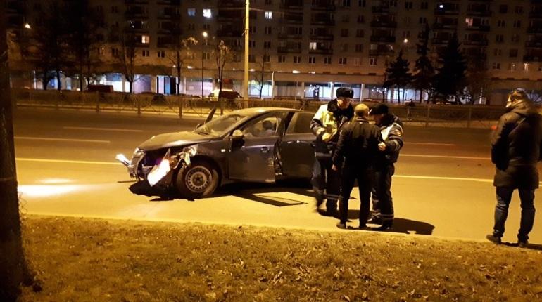 В Московском районе Петербурга произошло серьезное дорожно-транспортное происшествие. Об этом сообщают свидетели аварии в социальной сети
