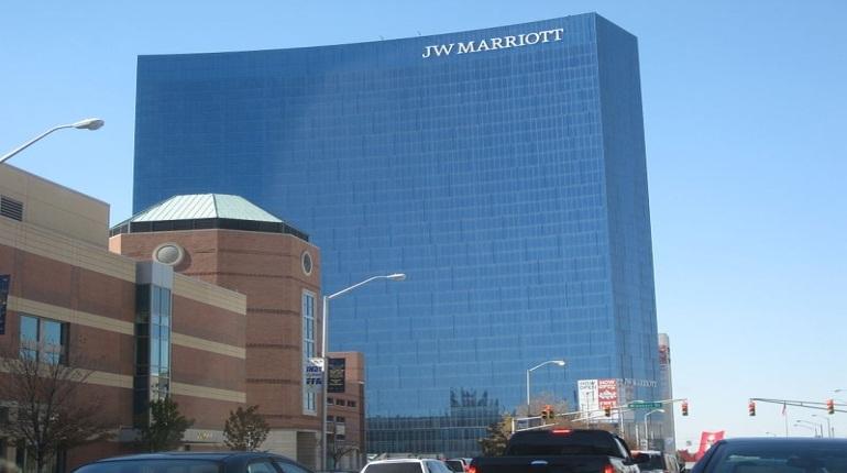 Сеть гостиниц Mariott рассказала о масштабной утечке персональных данных своих клиентов по всему миру. По данным компании, хакерам достались сведения о 500 тыс. постоятельцев.
