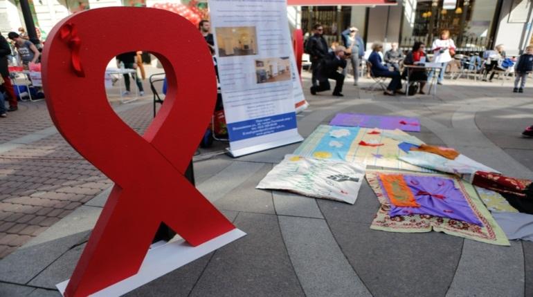 Жители Петербурга в субботу, 1 декабря, смогут бесплатно и анонимно пройти тестирование на ВИЧ ко Дню борьбы со СПИДом. Горожанам предлагается пройти экспресс-тест в мобильных лабораториях у станций метро.