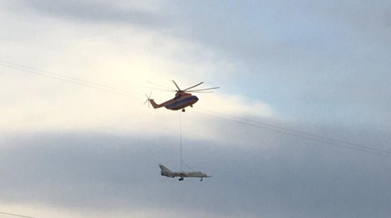 Еще один самолет доставили в Кронштадтский военно-исторический парк Западного военного округа на вертолете Ми-26.