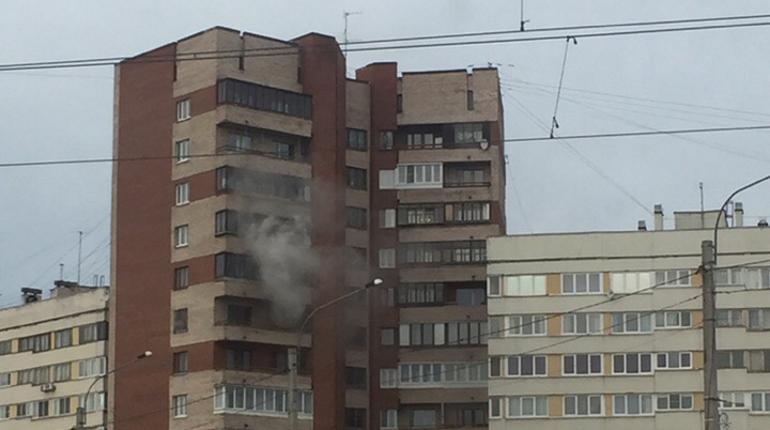 Пожар произошел в Кировском районе Петербурга днем в субботу, 1 декабря. По словам очевидцев происшествия, там погибла женщина.