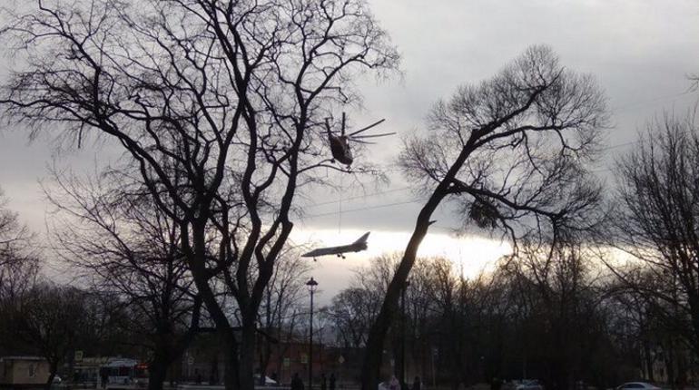 В Западном военном округе рассказали об операции по доставке самолета в Кронштадта на внешней подвеске вертолета Ми-26. В военно-исторический парк ЗВО доставили бомбардировщик Су-24.
