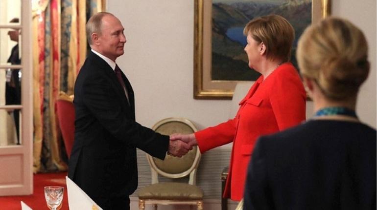 Президент России Владимир Путин во всех подробностях обрисовал инцидент, произошедший в Керченском проливе. Для лидеров ФРГ и Франции, Ангелы Меркель и Эммануэля Макрона, он нарисовал схему.