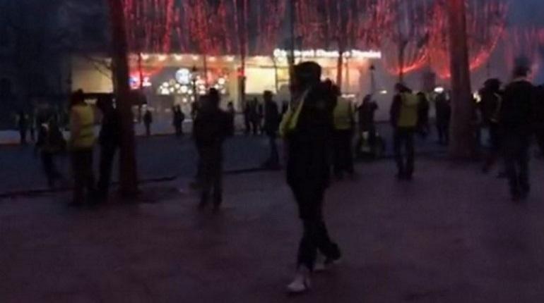 В ходе протестов в Париже пострадали 110 человек, а задержаны – 270