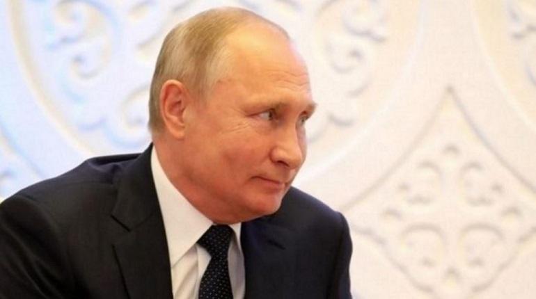 Президент России Владимир Путин привел доказательства намеренной провокации Киева в Черном море. Он рассказал о записях в судовом журнале одного из задержанных украинских кораблей.