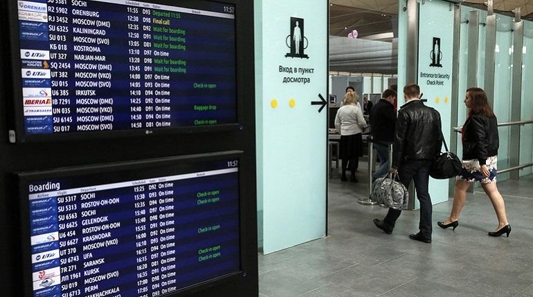 В петербургский аэропорт Пулково не может долететь рейс из Москвы.