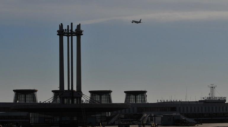 В Пулково с задержкой вылетит рейс в Москву. Об этом сообщается на онлайн-табло петербургского аэропорта.