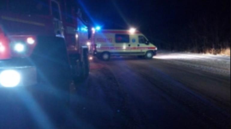Три человека погибли в Тульской области после столкновения Renault Sandero с автобусом.