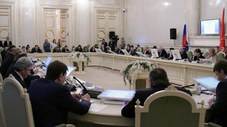 В Петербурге более 5 тыс. человек подписали петицию, призывающую распустить Законодательное собрание 6-го созыва. Она инициирована движением