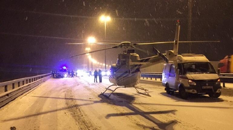 Автоледи влетела в отбойник на КАД, серьезно пострадала пассажирка