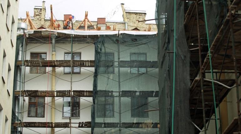 С начала этого года петербуржцы перечислили в Фонд капитального ремонта более 4 миллиардов рублей. Об этом сообщает жилищный комитет города.