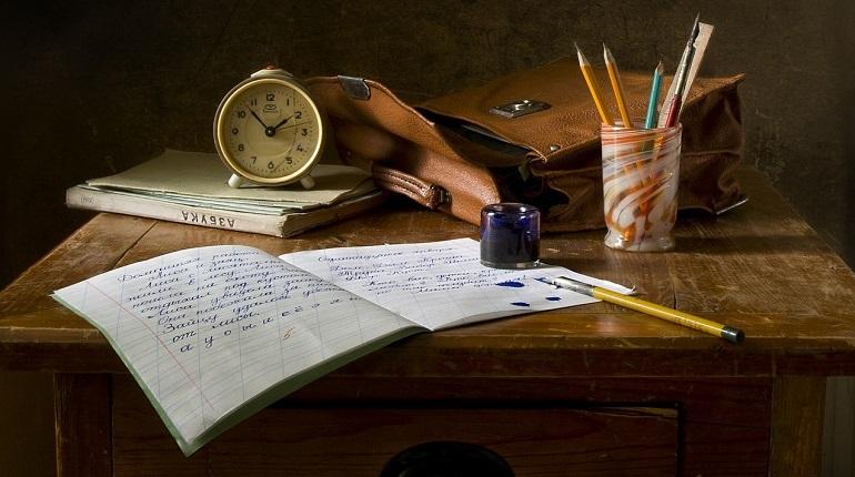Петербургские подростки создали в школе №622 ученическую организацию, которая отстаивает права школьников. Они требуют уменьшит количество проверочных работ и контрольных, а также хотят добиться права на свободу самовыражения. В перспективе они хотят поменять всю систему школьного образования.