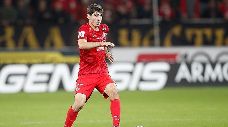 Игрок «Арсенала» Зелимхан Бакаев забил гол в ворота «Зенита». Таким образом счёт на табло – 4:2 в пользу тульского клуба.