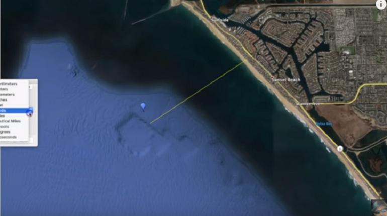 Американский YouTube-блогер, известный под ником MrMBB333, обнаружил на снимках с Google Earth останки древнего затонувшего города близ Лос-Анджелеса. Доказательство своей находки он опубликовал на канале.
