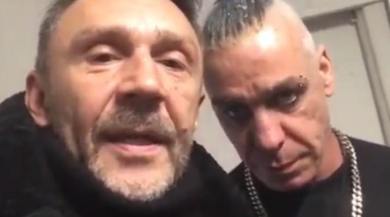 Музыкант группы Rammstein Тилль Линдеманн, выступивший 3 декабря в Петербурге с новой программой, засветился в совместном ролике лидера