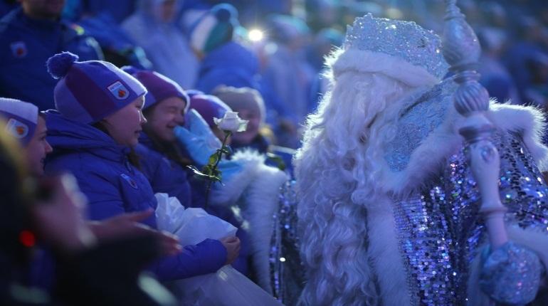 Канцелярия Деда Мороза навала самые популярные подарки на Новый год, о которых просят главного волшебника страны россияне. Рейтинг возглавили новые квартиры, машины и увеличение зарплаты.