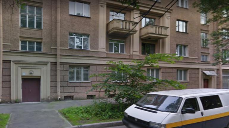 Труп мужчины обнаружили в одном из дворов Московского района. Причиной его смерти стало, вероятнее всего, переохлаждение.