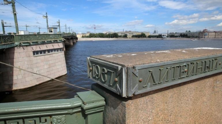 Названы самые популярные у туристов и петербуржцев мосты в Северной столице. Рейтинг среди гостей города на Неве возглавил Благовещенский мост, у местных жителей самым любимым оказался Литейный.