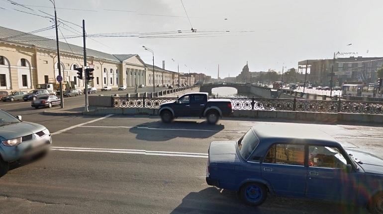 Водители, управляющие легковым и грузовым транспортом, не смогут воспользоваться Ново-Петергофским мостом. Переправу, перекинутую через Обводный канал в Петербурге, закроют для личного автотранспорта.