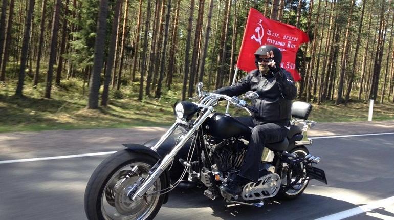 Губернатор Ленобласти стал популярным инстаблогером сдуру и под влиянием жены, теперь несет свой крест и не ведется на призывы накрутить подписчиков. Об этом Александр Дрозденко рассказал на пресс-конференции.