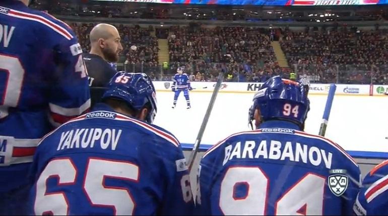 Во втором периоде хоккейный клуб СКА из Петербурга разгромил нижегородский клуб