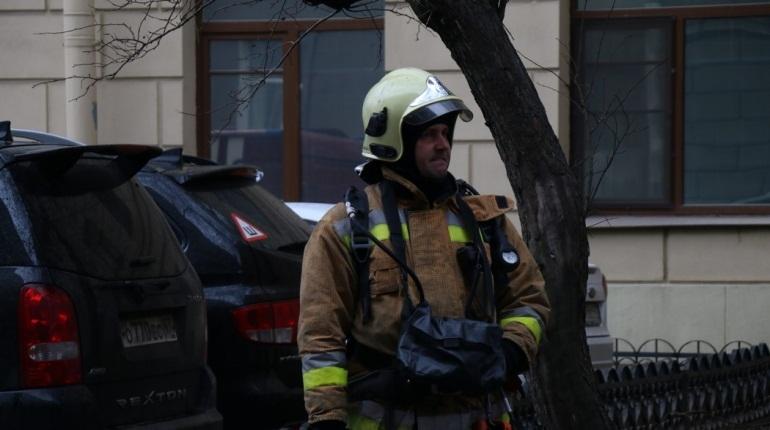 Спасатели потушили пожар, вспыхнувший утром 5 декабря в Кировском районе Петербурга. На Двинской улице, 16 горела