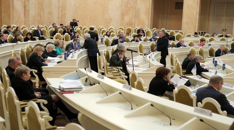 Заксобрание Петербурга приняло во втором чтении законопроект о налоговых льготах в Петербурге. Они коснутся организаций и участников специальных инвестиционных программ.