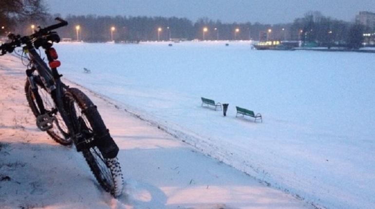 Акция в поддержку зимних велосипедистов Tea Team идет на набережной реки Фонтанки 5 декабря. Об этом сообщается на странице «Петербургского велообщества» в социальных сетях.