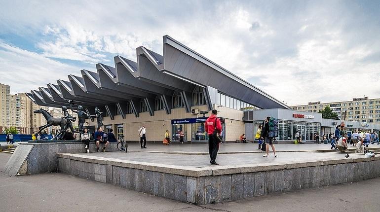 Законодательное собрание Петербурга 5 декабря отказалось включать территорию у станции метро «Приморская» в перечень зон зеленых насаждений общего пользования. Инициативу выдвинула фракция ЛДПР.