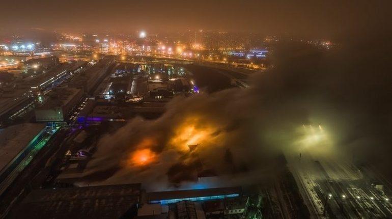 Роспотребнадзор опубликовал предварительные результаты исследований загрязнения воздуха в связи с пожаром на складе бумажной продукции на улице Латышских Стрелков. Об этом сообщили в Управлении Роспотребнадзора по Петербургу.