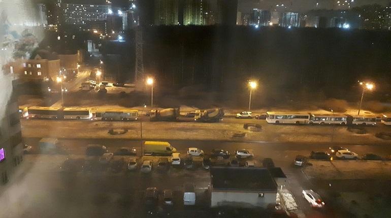 В Приморском районе Петербурга произошло дорожно-транспортное происшествие с участием трех автомобилей. Об этом сообщают свидетели аварии в социальной сети