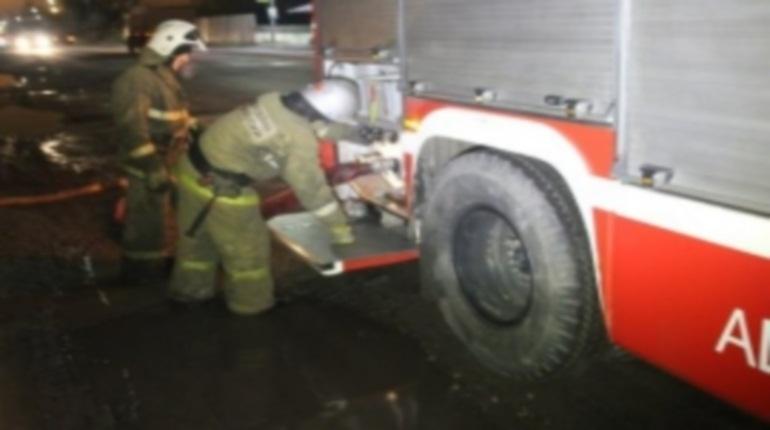 В одном из домов по проспекту Наставников в Петербурге утром 6 декабря загорелись электрощиты. На тушение пожара у спасателей ушло 25 минут.