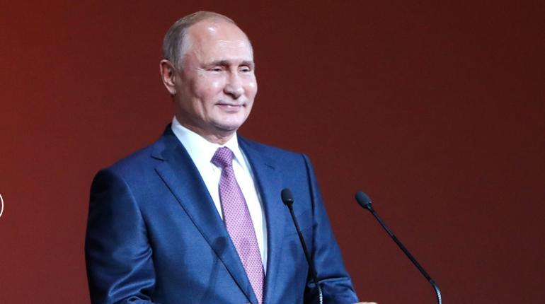 В четверг, 6 декабря, в Петербурге будет кипеть политическая жизнь. Президент РФ Владимир Путин соберет в Северной столице членов Высшего Евразийского экономического совета и лидеров СНГ, в