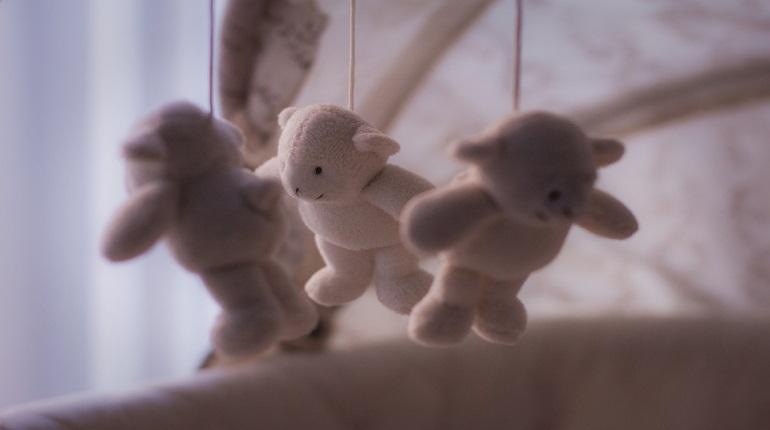 В Сертолово Всеволожского района Ленобласти погиб мальчик 2017 года рождения. Малыш застрял в детской кроватке.