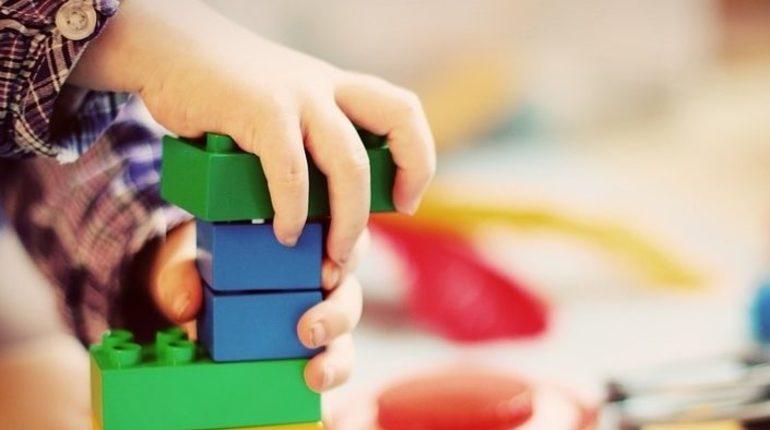 По факту массового отравления детей в частном детском саду в Петербурге возбудили уголовное дело.