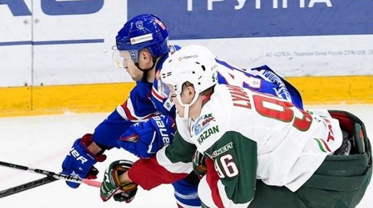 Петербургский хоккейный СКА с разгромным счетом разбил «Ак Барс». Матч в Ледовом дворце завершился со счетом 5:1.