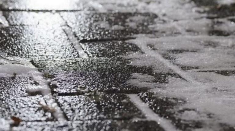На дорогах Ленинградской области будет скользко из-за гололеда, поэтому повышается риск возникновения ДТП. Автомобилисты должны быть особенно аккуратны на дорогах с 7 по 9 декабря. Также в последний день рабочей недели в город придет снегопад.