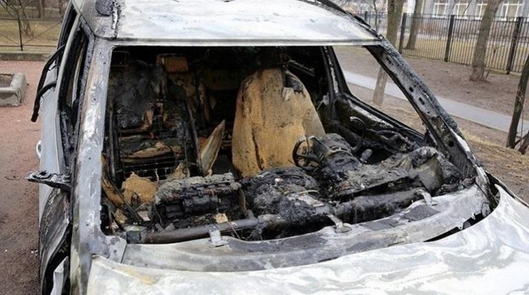 Сотрудники МЧС потушили пожар в Невском районе Петербурга в ночь с 6 на 7 декабря. О ЧП в министерстве узнали в 2:19.