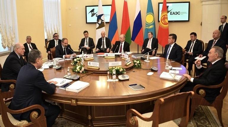 Во время заседания стран-участниц ЕАЭС лидеры Евразийского экономического союза согласовали программу создания общих рынков газа и нефти. Об этом заявил президент России Владимир Путин.