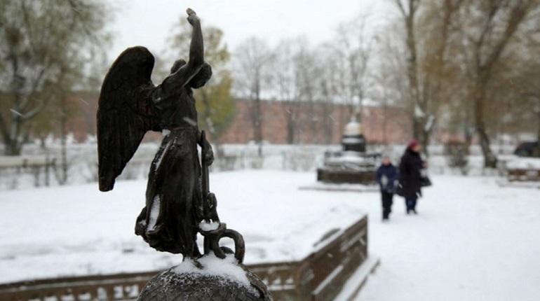 В Петербурге 7 декабря обещают капризную погоду. Скользкие улицы и мокрый снег могут осложнить движение на дорогах, поэтому автолюбителям нужно всегда быть начеку, чтобы не создавать опасных ситуаций на дороге.