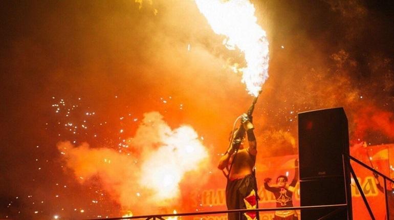 Последний день рабочей недели в Петербурге насыщен разнообразными событиями. Отметим, что 7 декабря завершается международный форум и «Эстафета доброты», но и открываются огненный фестиваль и выставка картин ямальского художника Михаила Канева «Из века в век».