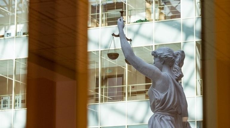 Депутаты Законодательного Собрания Петербурга предложили увеличить количество судебных участков мировых судей с 211 до 232. Инициативу 7 декабря рассмотрят на заседании парламентского комитета по законодательству.