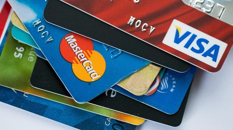 Банк России разослал информационное письмо участникам рынка, где дал рекомендации малым кредитным организациям, которые работают с платежными системами через банки-посредники. ЦБ порекомендовал заключить договор с