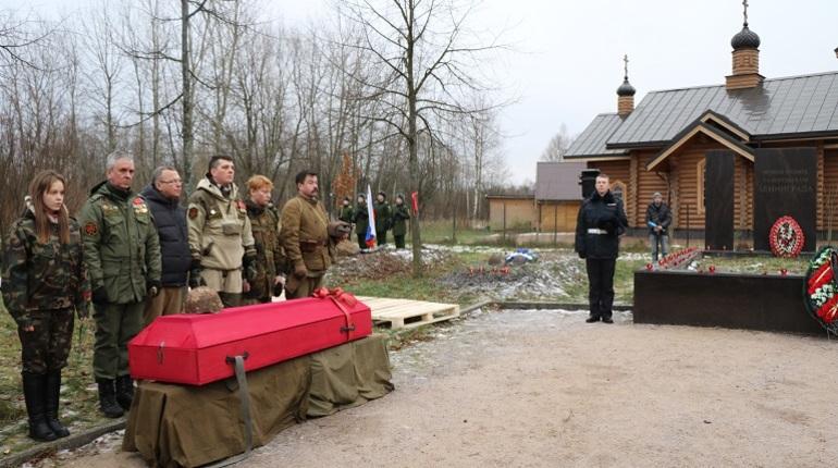 В Полежаевском парке захоронили останки 12 солдат